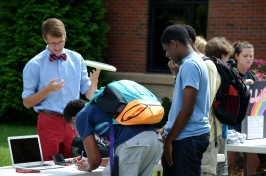 Andrew Vande Berg, '15, attracts prospective members to Disc Club. Photo by Emi Myers.
